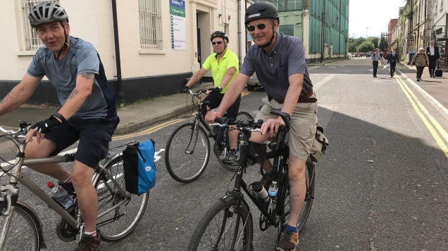 Cyclists on the Thames Path missing link