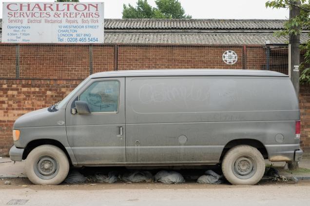 Dumped van, Charlton Riverside